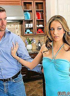 Отказалась ебаться с мужем и пошла к его другу - фото #