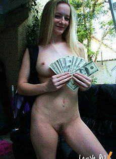 Девушка-бэкпэкер согласилась на секс ради денег - фото #