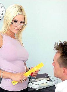 Психиатр смог излечить своего пациента здоровым сексом - фото #