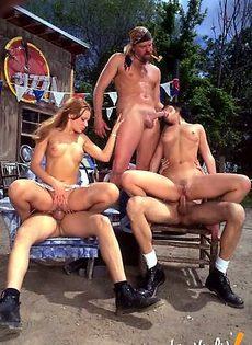 Сексуально озабоченные люди объединились для группового секса - фото #