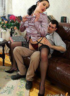 Уломал свою секретаршу сделать себе минет - фото #