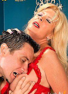 Пожилая сучка обожает грубый анальный секс - фото #