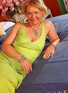Тетка дала пару уроков секса своему молодому племяннику - фото #