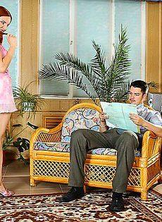 Рыжая сука соблазнила скромного мужчину - фото #