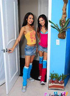 Две девушки пришли на массаж, где стали жертвами озабоченного массажиста - фото #