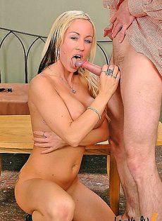 Грудастая блондинка получила то что хотела - фото #