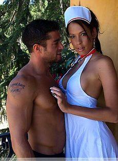 Устроила отвратный секс в форме мед.сестры - фото #
