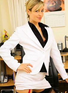 Секретарша осталась без нижнего белья с голой пелкой - фото #