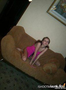 Парень воспользовался девушкой и всадил ей в целку - фото #