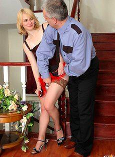 Охранник трахнул пьяную хозяйку - фото #