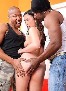 Секс с двумя неграми - фото #