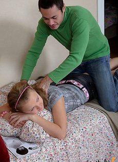 Сделала девушке массаж, чтобы она ему дала - фото #