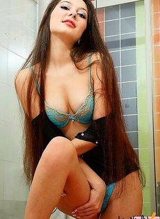 Показ волосатой пилотки перед душем - фото #
