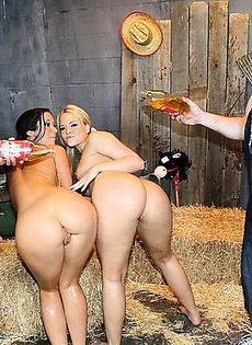 Сексуальные оргии в старом сарае - фото #