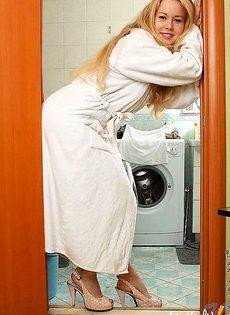 Пошла подмыть свою грязную попку - фото #