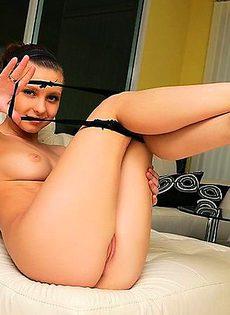 Аккуратная мастурбация своей рукой - фото #