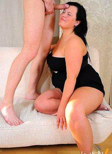 Толстая деваха трахнула худого пацана - фото #