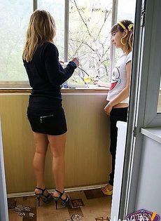 Перекурив, пошли в спальню, где их ждал секс - фото #