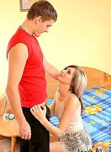 Помог своей девушке раздеться - фото #