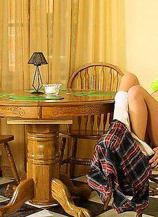 Молодая девушка с большими сиськами - фото #