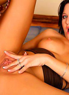 Брюнетка предпочитает напряженный секс - фото #