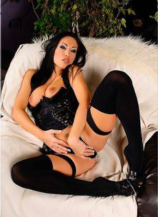 Азиатка в эротическом нижнем белье - фото #