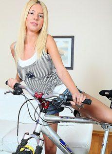 Испортил попку блондинки - фото #