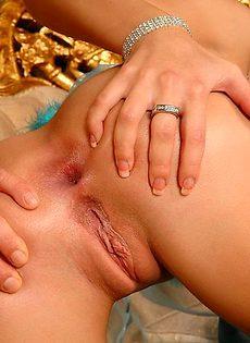 Смазала губы спермой - фото #