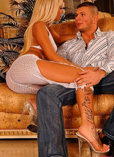 Секс с сексуальной блондинкой - фото #