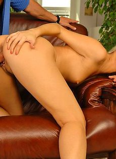 Молоденькая красавица любит орально вагинальные забавы - фото #