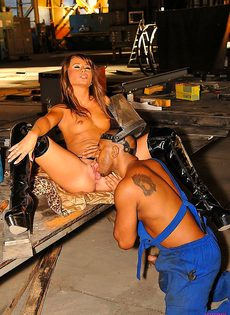 Развела на секс слесаря трудягу - фото #