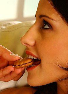 Наняла личного ебаря официанта - фото #