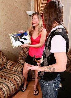 Девушка искреннее любит трахаться в жопу - фото #