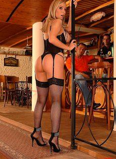Вздрючили одинокую танцовщицу - фото #