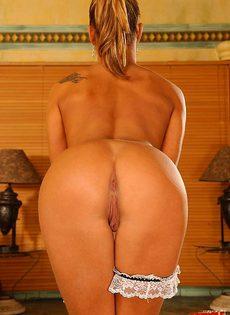 Застукали мастурбирующую уборщицу - фото #