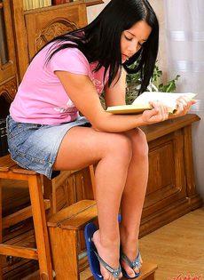 Отказалась от чтения книги ради вагинального удовольствия - фото #