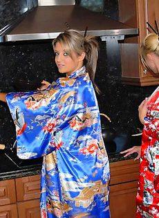 Лесбиянки помешанные на Японской культуре - фото #