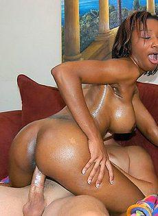Отодрал натертую маслом негритянку - фото #