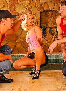 Групповой трах с блондинкой - фото #