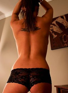 Шатенка с шикарными сиськами - фото #