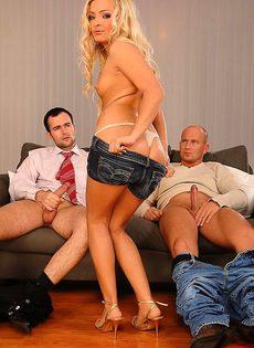 Устроилась секретаршей через секс с боссом - фото #