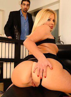 Блондинка пришла к психиатру чтобы потрахаться - фото #