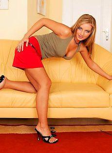 Женщина прописала себе самотыком в целку - фото #