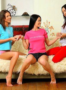 Лесбиянки применяют самотык по назначению - фото #