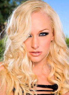 Блондинка в соблазнительном белье - фото #