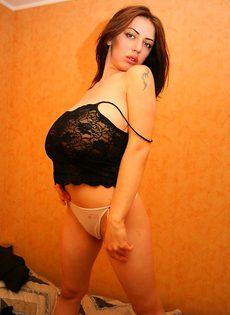 Девушка с очень большими сиськами - фото #