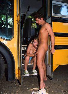 Водитель автобуса выебал студентку во все дыры - фото #