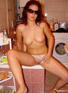 Домашняя эротика с молодой домохозяйкой - фото #