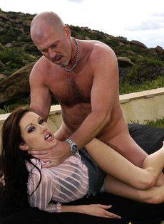 Жаркая групповушка любителей секса в горах - фото #