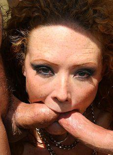 Двойное проникновение в рыжую девушку - фото #
